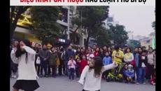 3 cô bé với 'điệu nhảy say rượu' xôn xao phố đi bộ Hà Nội