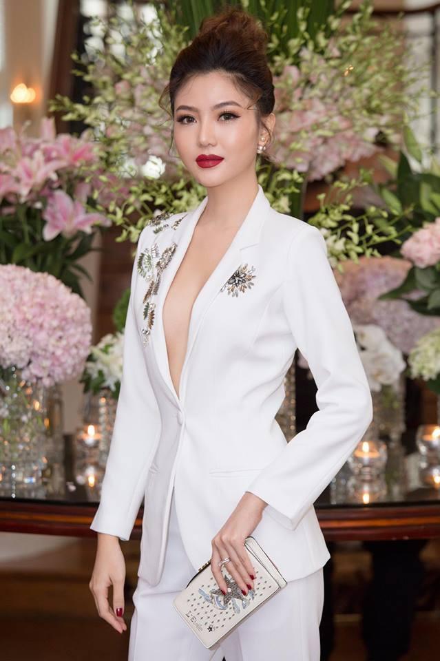 Trước khi lấy đại gia U50, mỹ nữ Vũng Tàu đi xe 70 tỷ đẹp cỡ nào?