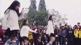 3 bé gái đáng yêu hết nấc cover điệu nhảy say rượu của Mỹ Tâm trên phố đi bộ