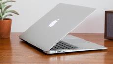 """Apple bị tố """"phóng đại"""" thời gian pin chờ trên MacBook"""