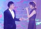 Vợ chồng Trấn Thành - Hari Won song ca ngọt lịm trong đám cưới em gái