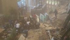 Sập gác lửng sàn chứng khoán Indonesia, nhiều người bị thương