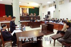 Xét xử ông Đinh La Thăng: Tranh luận về hợp đồng 33