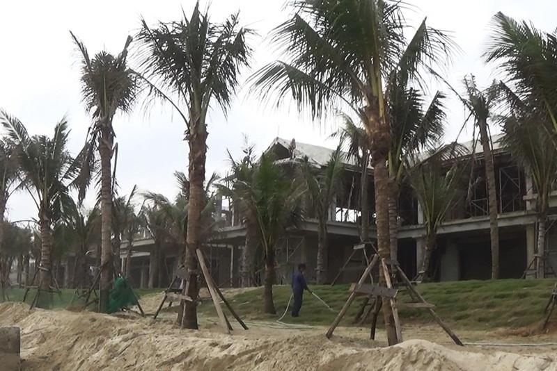 Đà Nẵng: Cắt gọt biệt thự 'bịt kín' ven biển