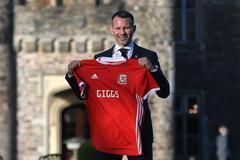 Lấy vận hên từ Việt Nam, Ryan Giggs lên làm thầy Bale