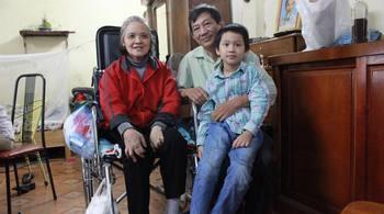 Người đàn ông từ chối tình mới, 20 năm chăm vợ nằm liệt ở Hà Nội