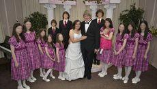 Cặp vợ chồng Mỹ bị nghi tra tấn 13 đứa con