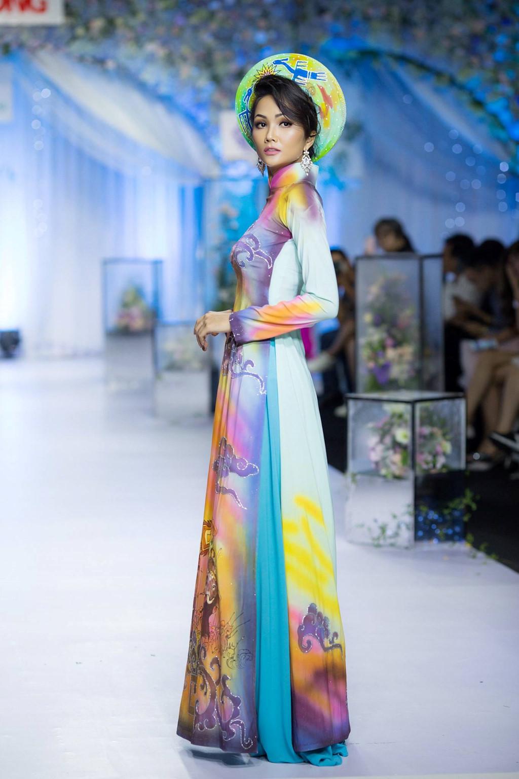 Ảnh quá khứ của Hoa hậu Hoàn vũ H'Hen Niê lại gây chú ý
