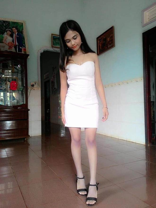 Nhan sắc em gái hoa hậu Việt: Người nóng bỏng, người mộc mạc