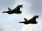 Chiến cơ Nga bị máy bay 'Cuồng phong' áp chặn