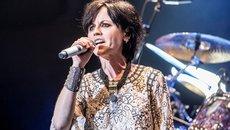 Người hâm mộ bàng hoàng vì cái chết bí ẩn của nữ ca sĩ 46 tuổi