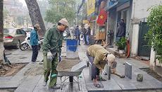 Quận Hoàn Kiếm nêu lý do tiếp tục lát đá vỉa hè 'bền vững 70 năm'