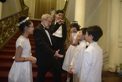 Học sinh Vinshool trình diễn ấn tượng cùng dàn hợp xướng Mỹ