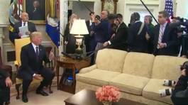 Ông Trump chỉ tay, đuổi phóng viên CNN khỏi phòng họp báo
