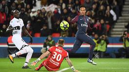 """Neymar ghi """"cú poker"""", PSG thắng hủy diệt 8-0"""