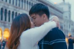 Nguyễn Ngọc Anh hôn trai trẻ đắm say