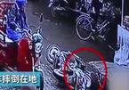 Người gặp nạn bị bỏ mặc tới chết giữa chợ