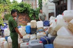 Phát hiện 2 cơ sở sản xuất nước mắm bằng… muối và nước giếng