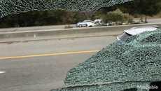 Xe buýt chở nhân viên Apple bị tấn công