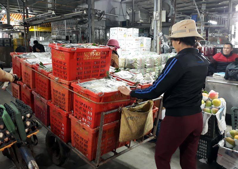 Chợ Long Biên,Lao động nghèo,Hoàn cảnh khó khăn