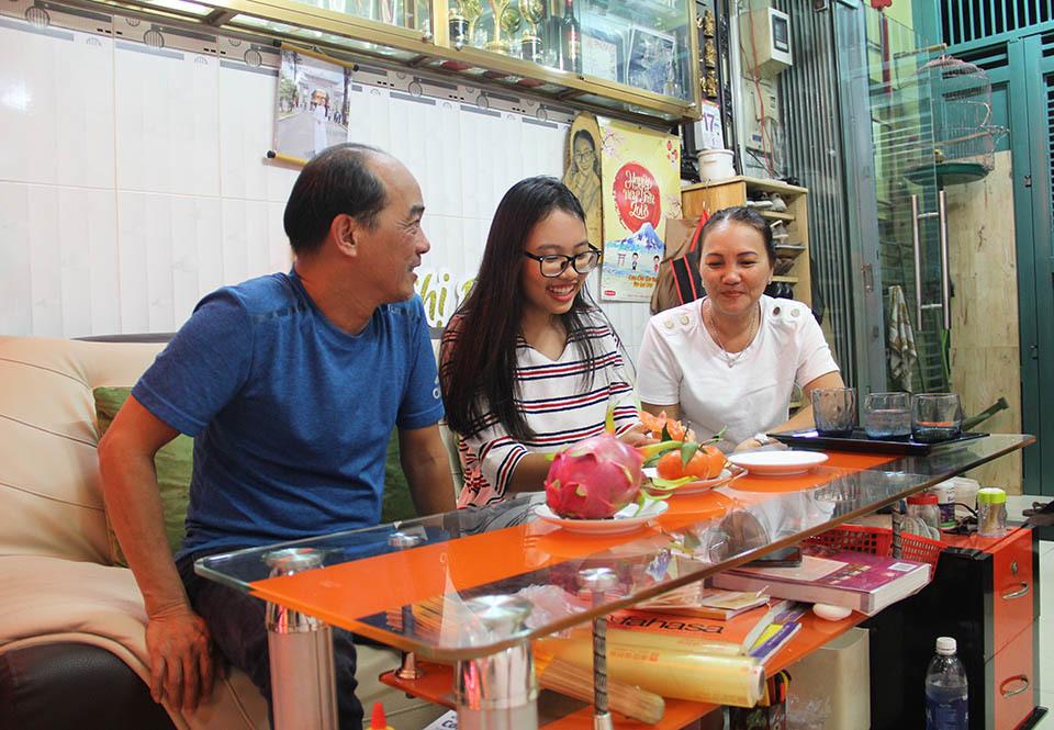 Nhà nhỏ được cơi nới, chứa hơn 1.000 bộ áo dài của Phương Mỹ Chi ở Sài Gòn
