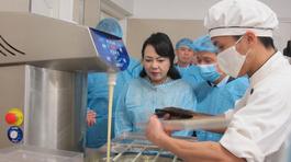 Bộ trưởng Kim Tiến đột xuất kiểm tra thực phẩm Tết