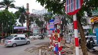 Hà Nội: Nhiều biển báo bỗng dưng bị 'băng bó'