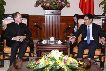 Thứ trưởng Ngoại giao Tòa thánh thăm Việt Nam