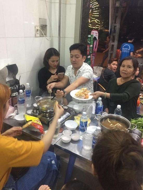 Khán giả cãi nhau vì màn cầu hôn Nhã Phương của Trường Giang