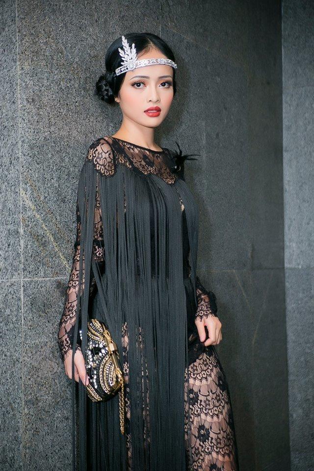 Diễn viên Thanh Trúc gợi cảm với váy ren xuyên thấu
