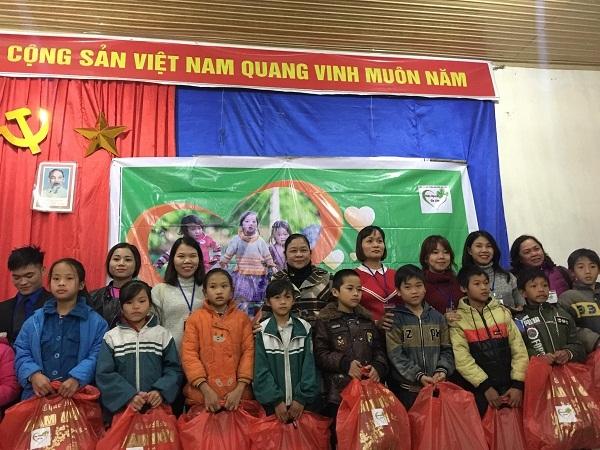 Hoàn cảnh khó khăn,trao quà từ thiện,từ thiện VietNamNet,nhân ái