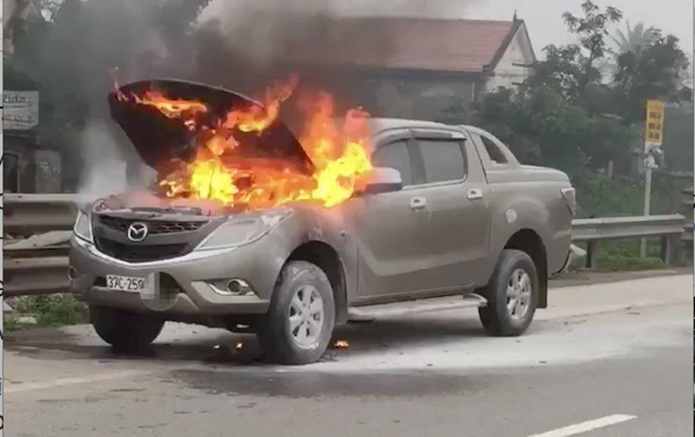 Nhiều ô tô Mazda bất ngờ bốc cháy