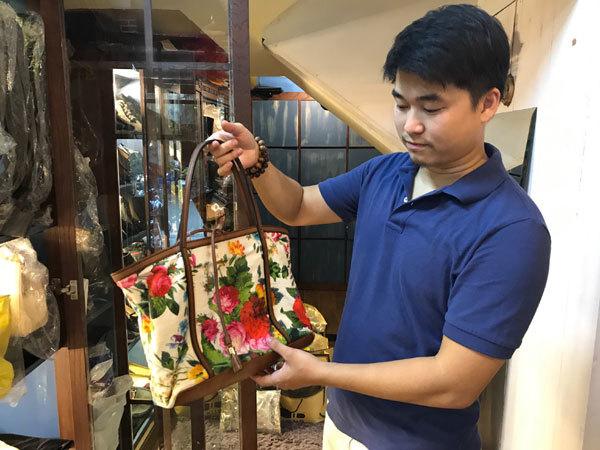 http://f.imgs.vietnamnet.vn/2018/01/19/18/khoi-nghiep-dien-ro-nguoi-thu-ngan-do-thang-ke-dep-tiem-doi-nghe-3.jpg