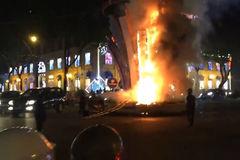 Đèn trang trí Tết cháy ngùn ngụt giữa trung tâm Sài Gòn