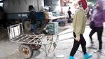 'Nỗi cay đắng người đàn bà hành xác mỗi đêm ở chợ Long Biên'