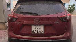 Bộ đôi Mazda CX-5 bị vặt hết logo trong đêm