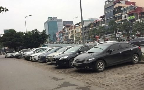 Thuê xe ô tô tự lái dịp Tết: Rủi ro luôn rình rập