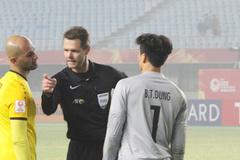 """Trọng tài trận U23 Việt Nam vs Iraq là """"kẻ thù của bóng đá Đông Nam Á"""""""