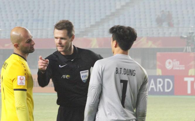 Trọng tài trận U23 Việt Nam vs Iraq là 'kẻ thù của bóng đá Đông Nam Á'