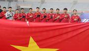 Các Giáo sư Mỹ tặng quà quý và chúc U23 Việt Nam vô địch