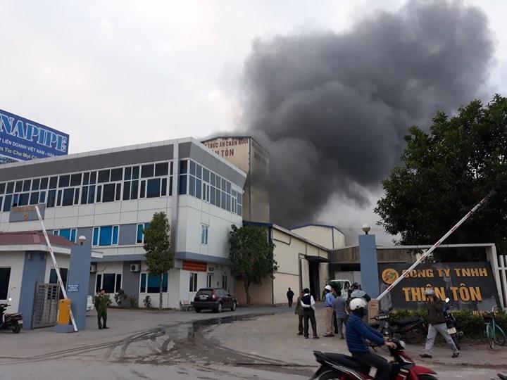 Hải Dương: Cháy lớn tại nhà máy cám