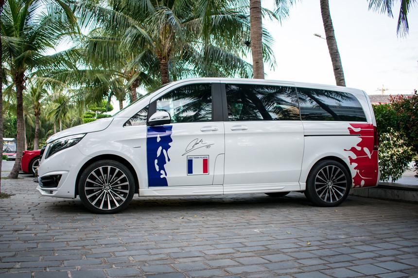 Minh Nhựa và Nguyễn Quốc Cường lái siêu xe dã ngoại cuối tuần