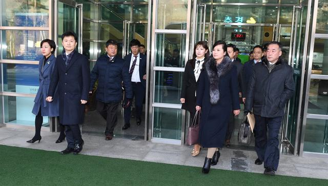 Phái đoàn Triều Tiên vượt biên giới tiến sang Hàn Quốc