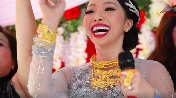 Cô dâu Hậu Giang đeo 1kg vàng, nhảy nhót trong đám cưới 'gây sốt'