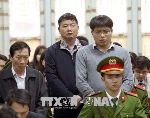 Bị cáo Đinh La Thăng nghe tòa tuyên án. Ảnh: TTXVN