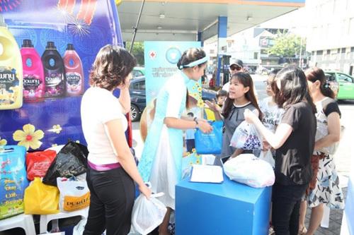 Sao Việt tham gia 'Tết tặng khởi đầu' cho người nghèo