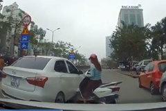 Nữ 'ninja Lead' đâm ô tô liên tiếp vì bị chắn đường