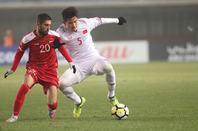 U23 Việt Nam tập thả lỏng, 'ủ mưu' chờ chiến Qatar