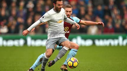 Mata tháo chạy khỏi MU, Chelsea chiêu mộ Dzeko