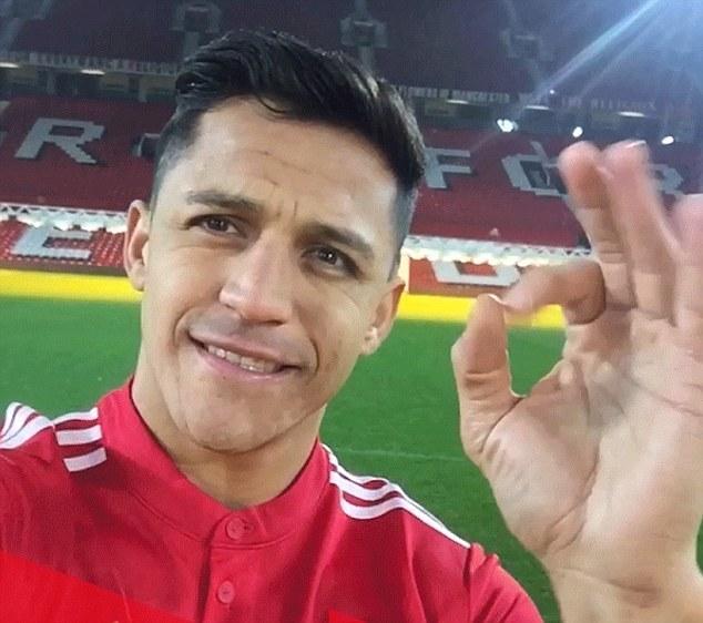 Alexis Sanchez ra mắt cực 'chất' trong màu áo MU